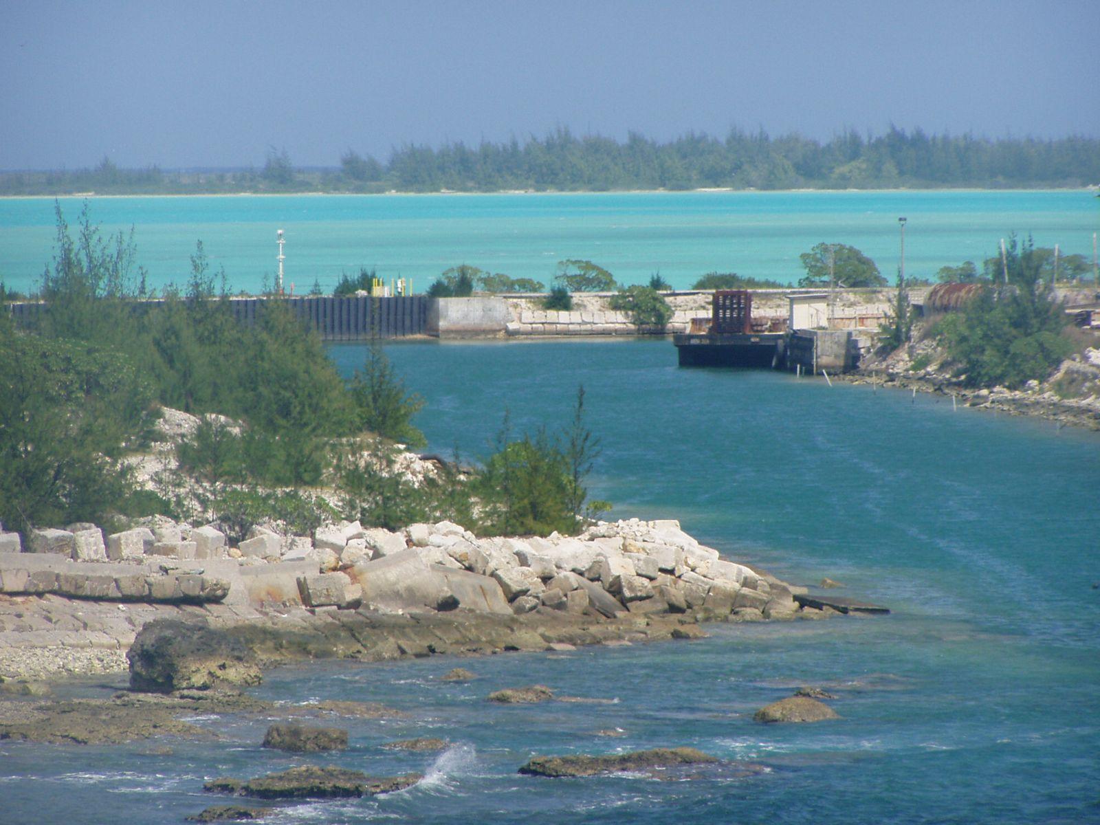 wake island Taf cor pwak 182240z 1822/2004 12012kt 9999 few020 qnh2990ins becmg 1900/1901 12009kt 9999 sct020 qnh2988ins tx31/1902z tn27/1916z.